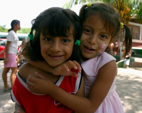 Two_Girls,_El_Salvador